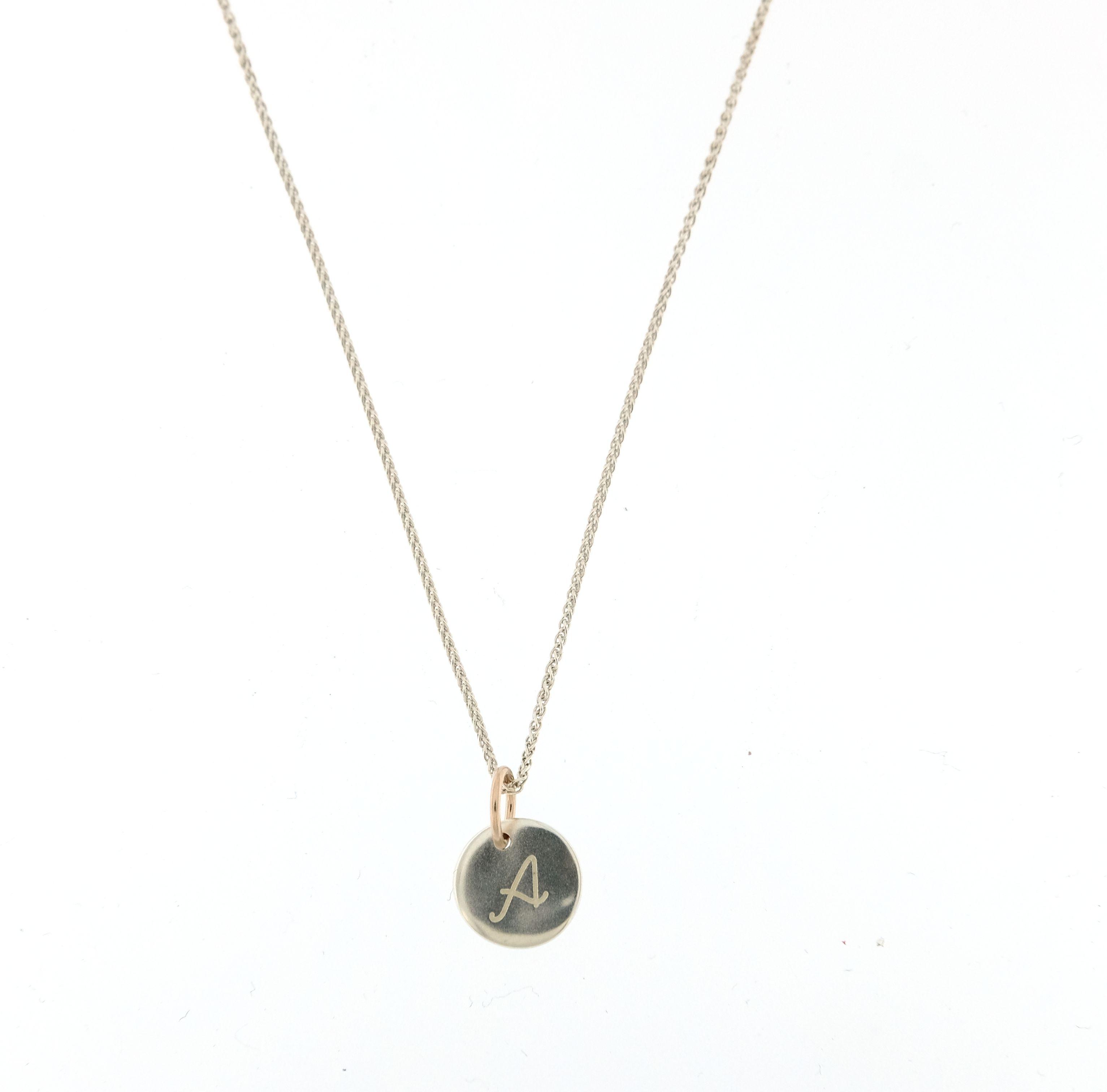 foto ufficiali 9335a dfcd4 Collana Queriot Giulia moneta micro con iniziale argento e oro rosa 9kt