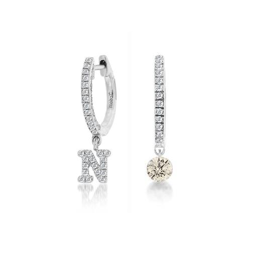prezzo competitivo 8d5a0 60d18 Orecchini MeiraT cerchietto iniziale e punto luce diamanti bianchi